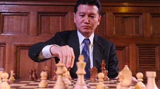 Presidente de la Federación Mundial de Ajedrez afirma que fue abducido por extraterrestres y que ellos inventaron el ajedrez