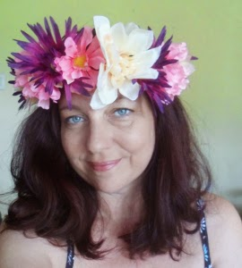 http://freespirithandmade.wordpress.com/2014/07/25/flower-crown-tutorial/