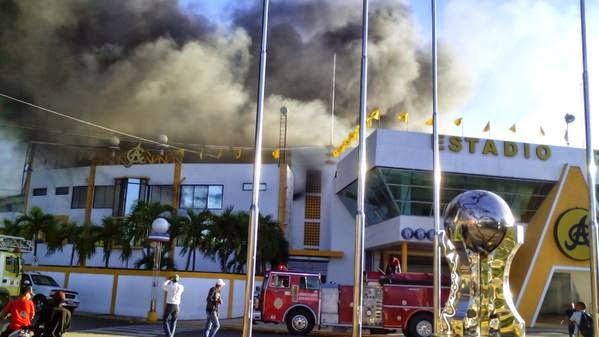 Fuego afecta instalaciones del estadio Cibao