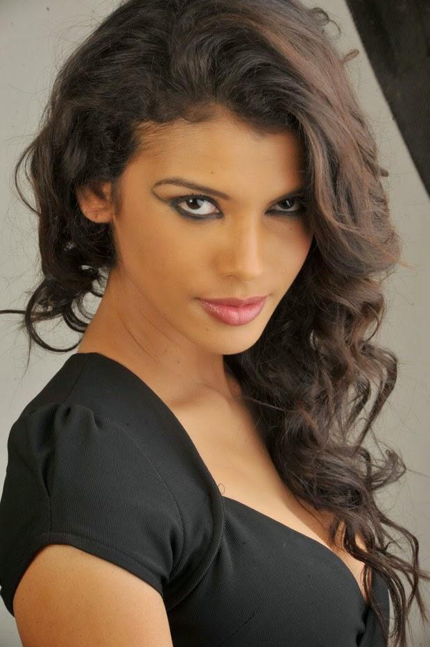 Actress Gabriela Bertante Hot Cleavages Show Photo Swapna Tamil