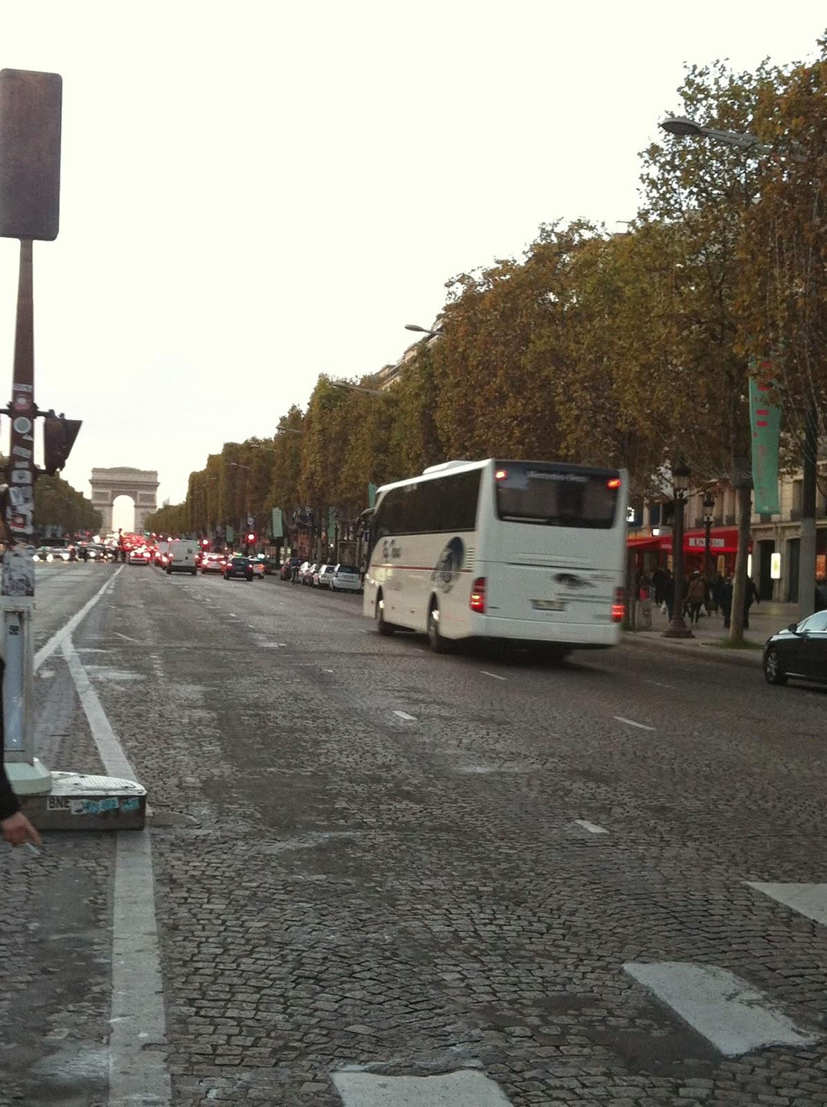 France, Paris, Champs Elysées, boutiques parisiennes, fashion