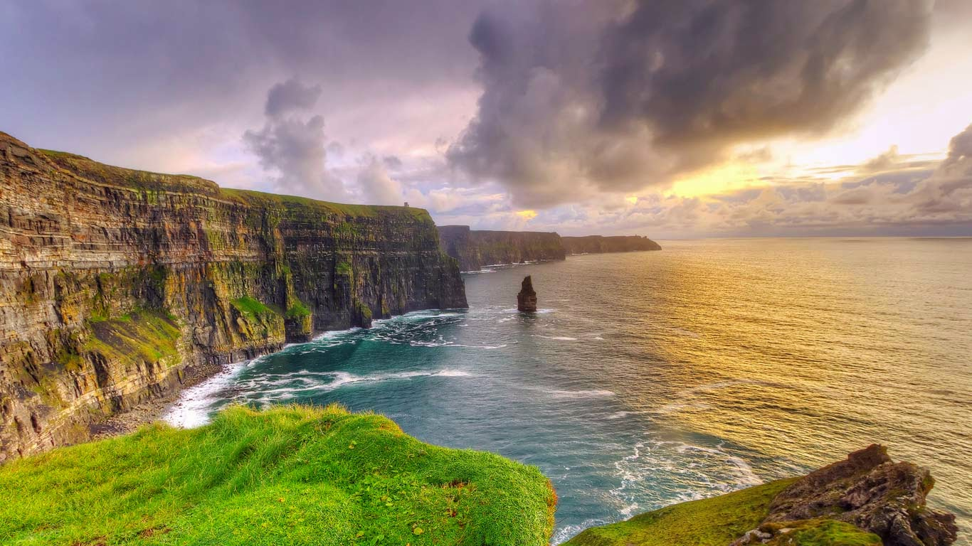 Cliffs of Moher at sunset, County Clare, Ireland (© Patryk Kosmider/Shutterstock) 483