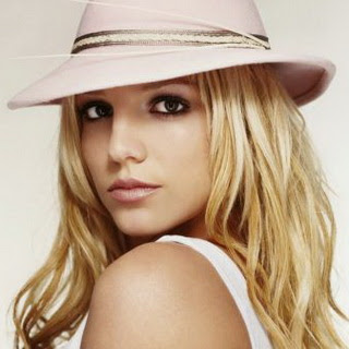 Britney Spears - Seal It With A Kiss Mp3