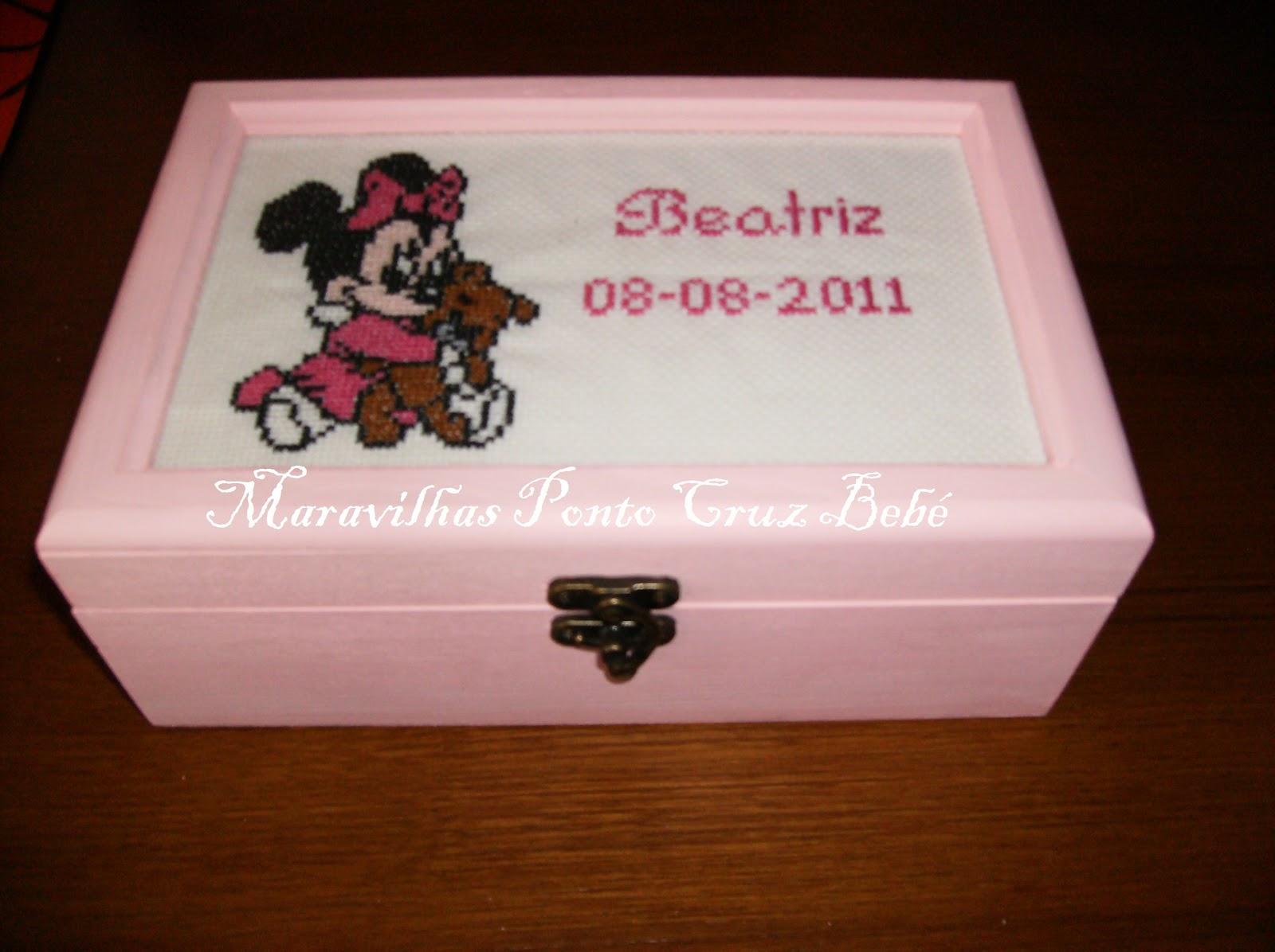 em Ponto Cruz Bebé: caixa de madeira para menina com caixinhas de  #2A0F04 1600x1196