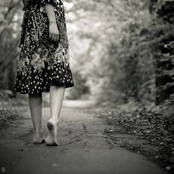 Camina por la vida, sin mirar atrás, olvida tu pasado, pon tu frente en alto