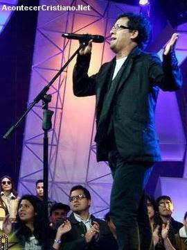 Imitan a Jesús Adrián Romero en concurso de canto en televisión secular (Vídeo)