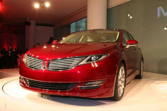 2013-Lincoln-MKZ-nyias