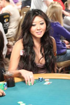sexy poker women 640 18 [Gambar] Pemain Poker Wanita Yang Cantik Dan Seksi