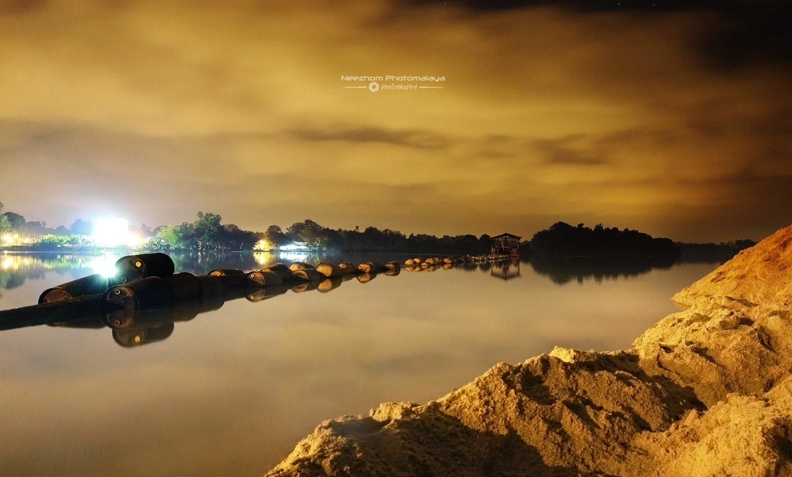 Sungai Manir dan penyedut pasir - Night shot