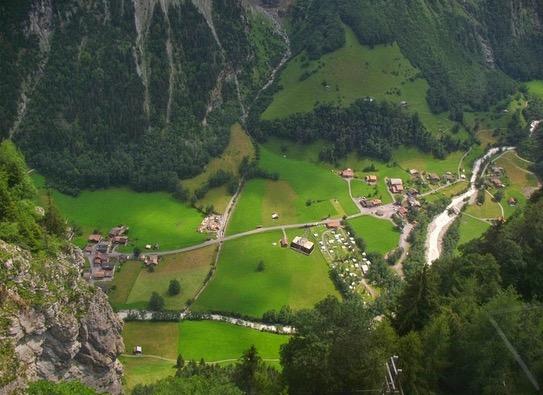 Perkampungan Dengan 72 Air Terjun Buat Seluruh Dunia Terpukau