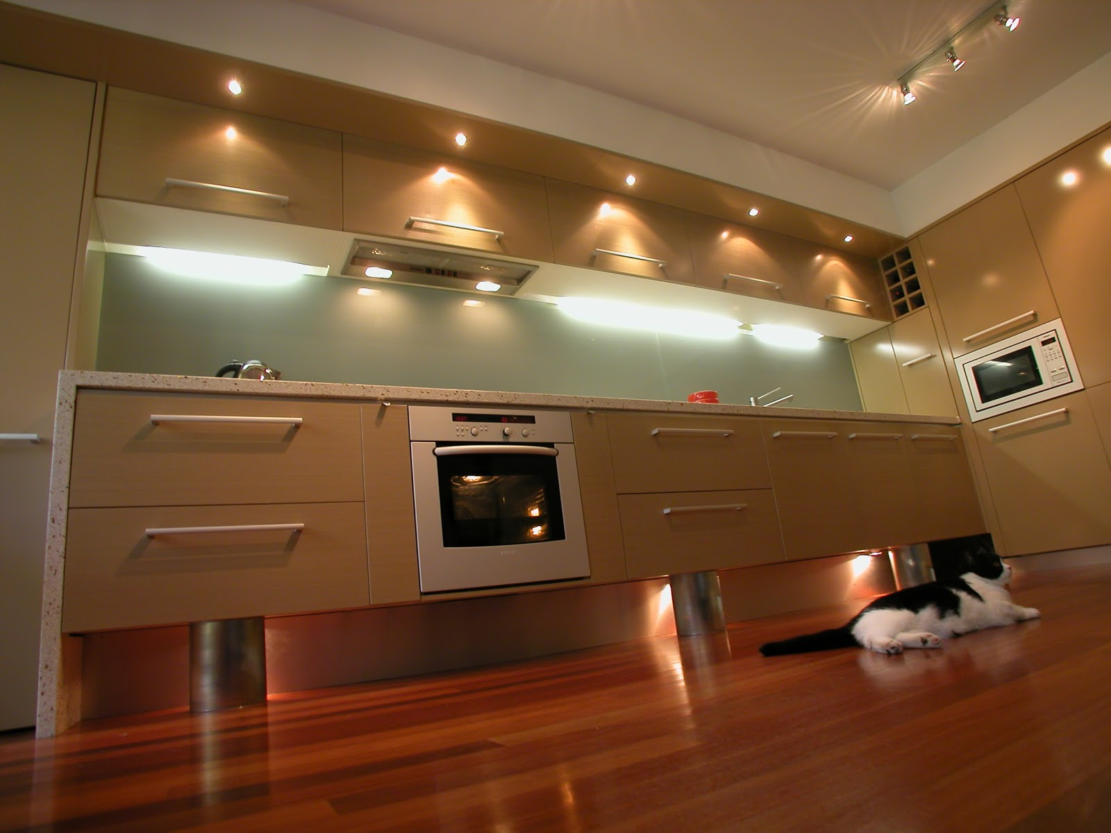 Outstanding Commercial Galley Kitchen Design 1600 x 1200 · 166 kB · jpeg