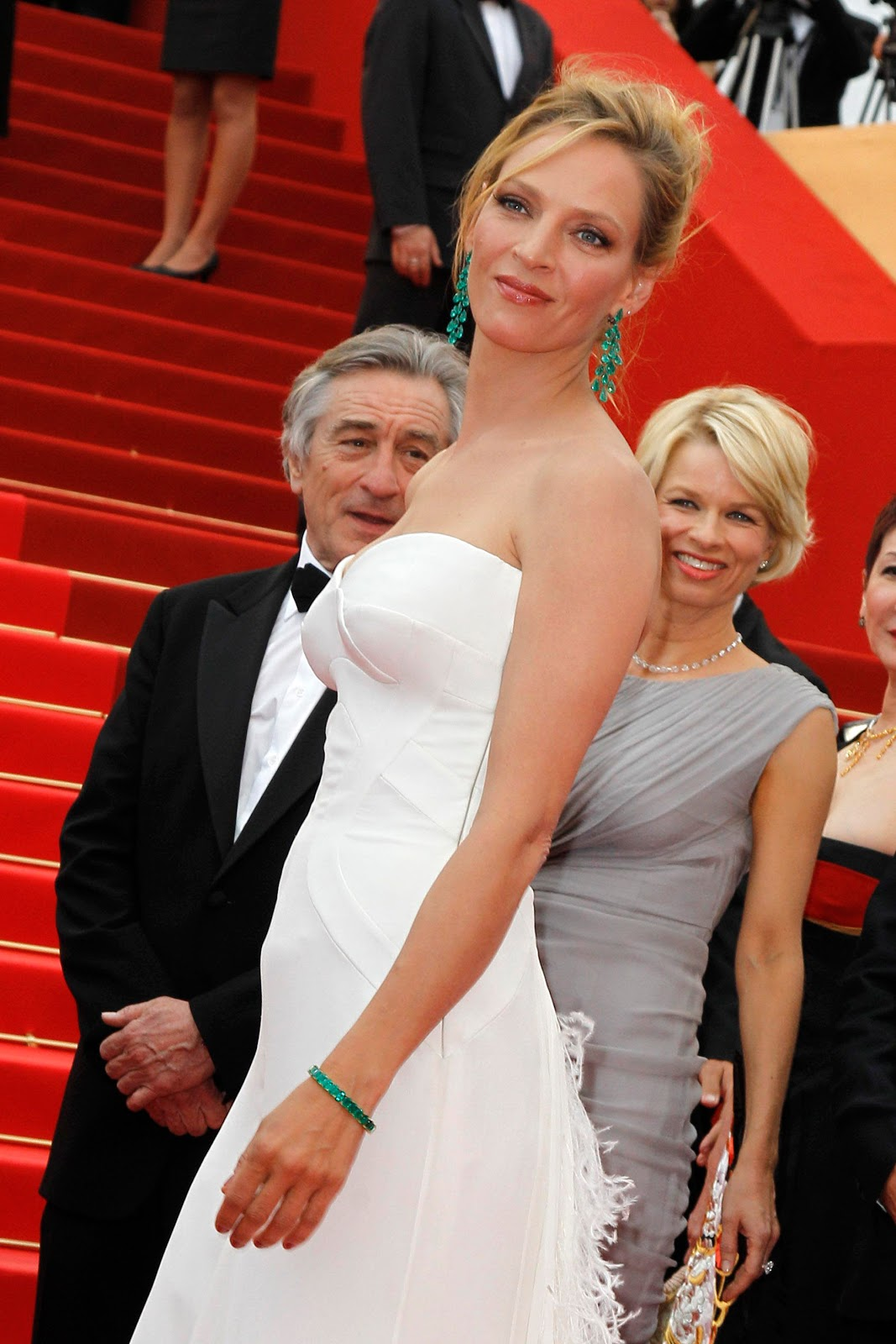 http://1.bp.blogspot.com/-VOlpuKNRwL4/TcvBd6A1rBI/AAAAAAAANmg/W0NHAQkL_7c/s1600/Uma+Thurman+with+Chopard+Jewels03.JPG