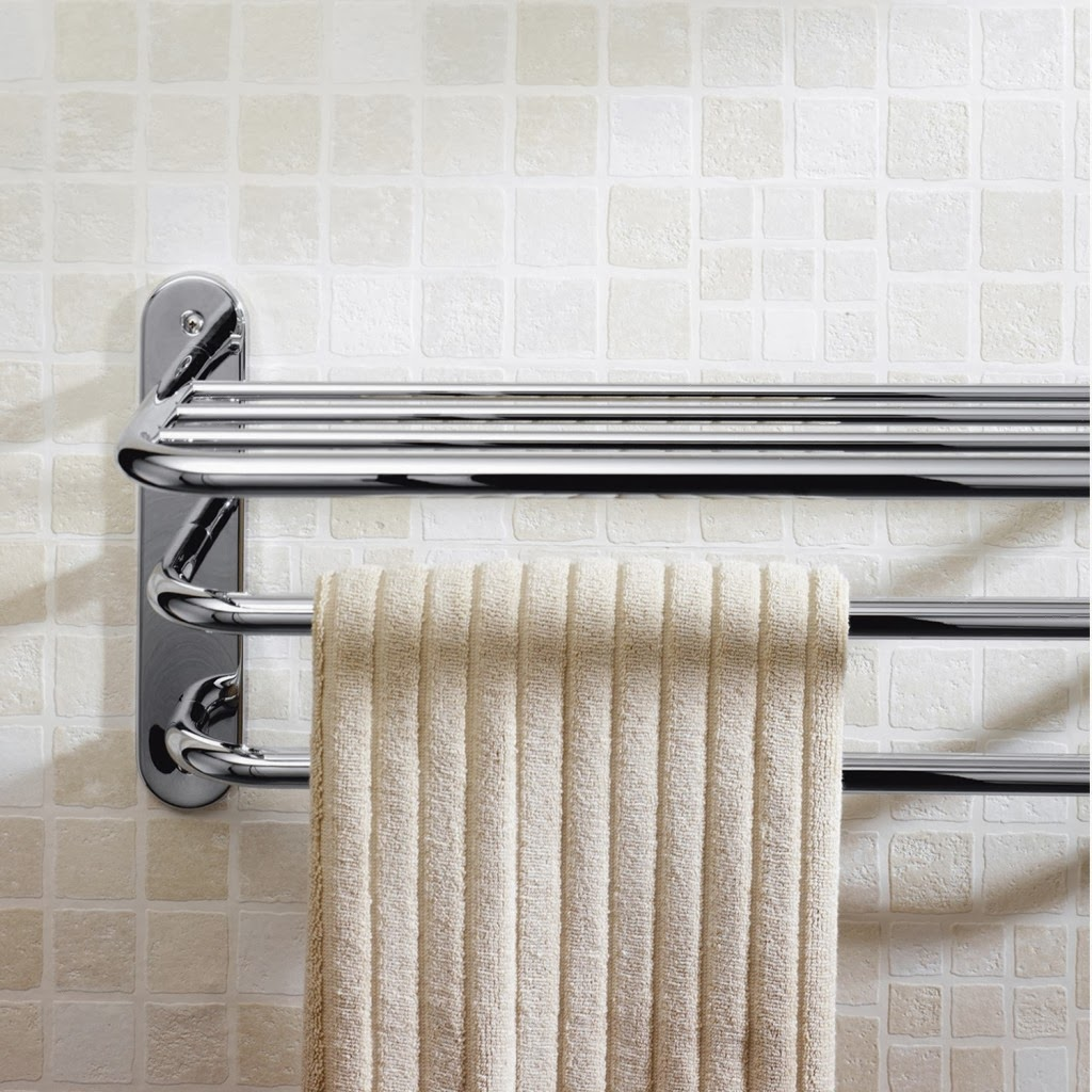 two it yourself 7 unique and fun ways to hang bathroom towels guest post. Black Bedroom Furniture Sets. Home Design Ideas