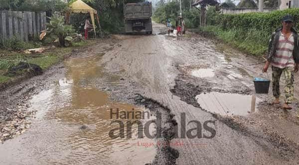 Jalan Nasional Kabanjahe-Tigabinanga-Kutabuluh Rusak Parah