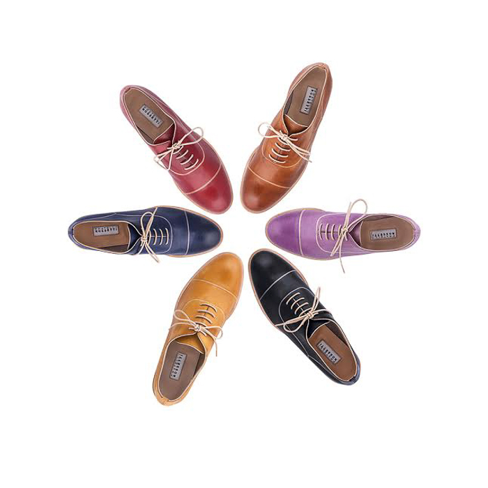 Zapatos comods de estilo masculino con cordones de cuero en una sola pieza