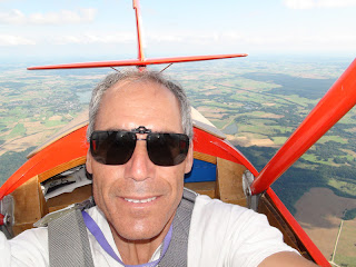 En José Ignacio volant amb el R-11b Cimbora - HA-5033.