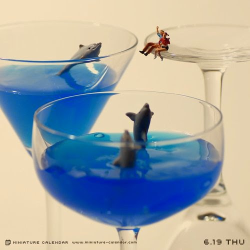 20-Aquarium-Tatsuya-Tanaka-Miniature-Calendar-Worlds-www-designstack-co