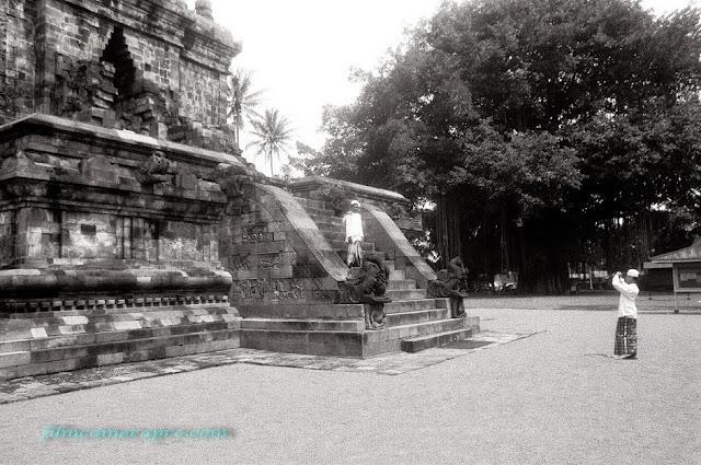 Mendoet Temple