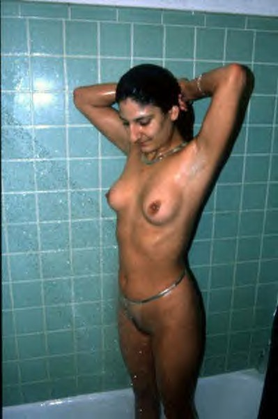 Hot Girl Kala Nude Bath Photos