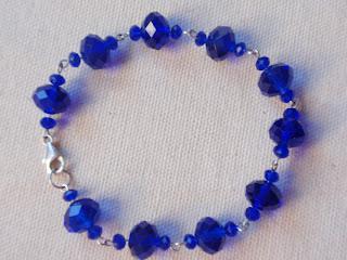 Pulsera de plata con cristales color azul profundo