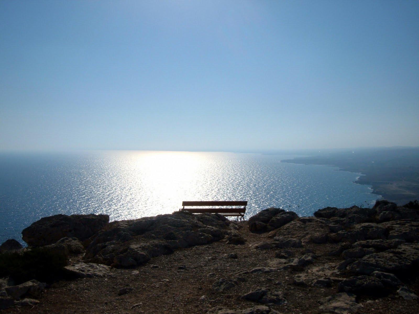 http://1.bp.blogspot.com/-VQSZ8su5YSI/TZXB24d32WI/AAAAAAAABoY/gtRBsGx9cVQ/s1600/hill_ocean_view-1920x1440.jpg