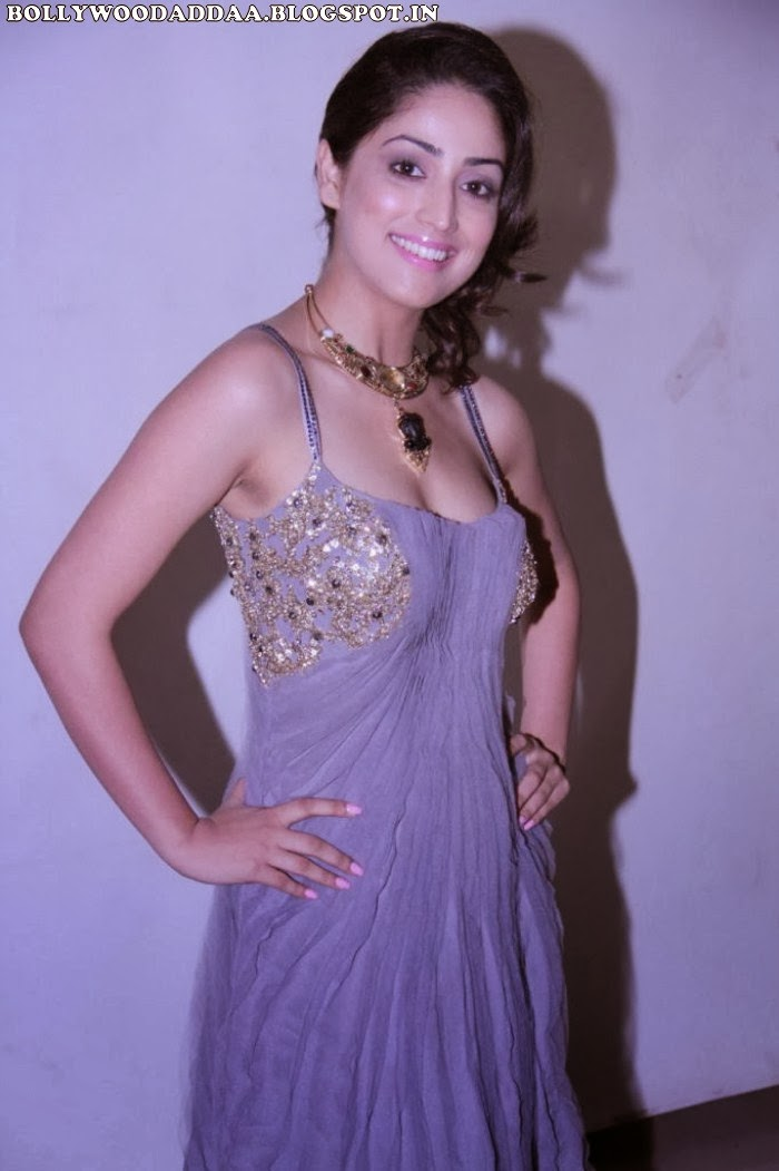 Yaami Gautam hot cleavage pics