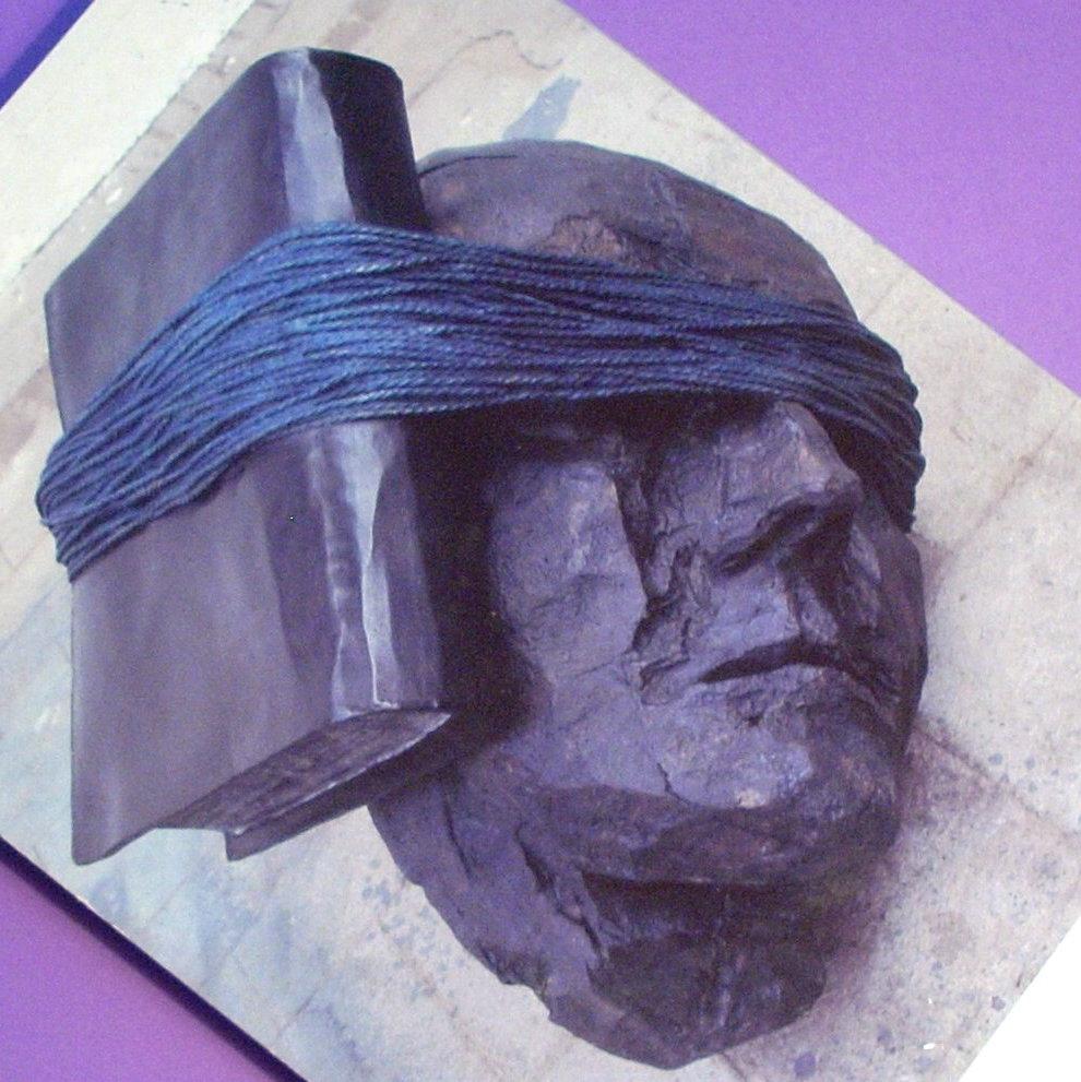 Философия в картинках - Страница 5 Czes%25C5%2582aw+Mi%25C5%2582osz+-+The+Captive+Mind+-+Listening+to+History
