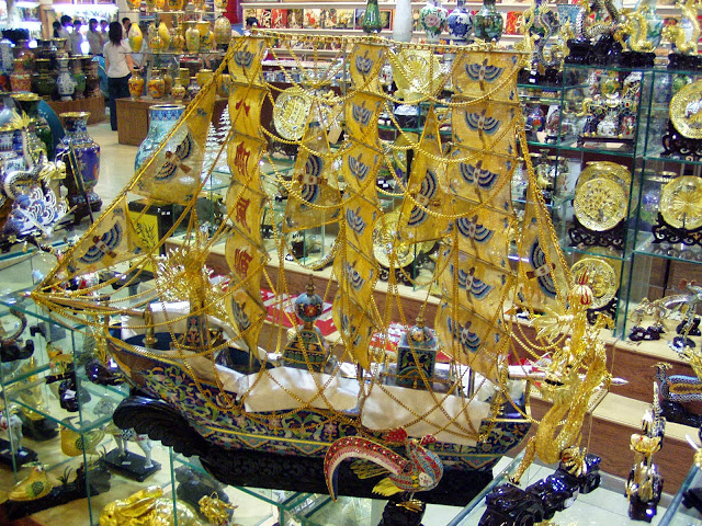 Crafts in Beijing golden sailboat