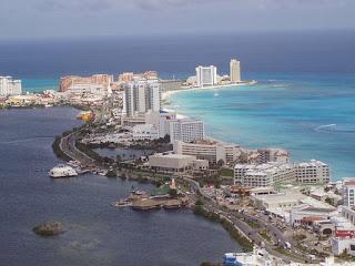 Activities to do in Cancun - Kukulkan Avenue