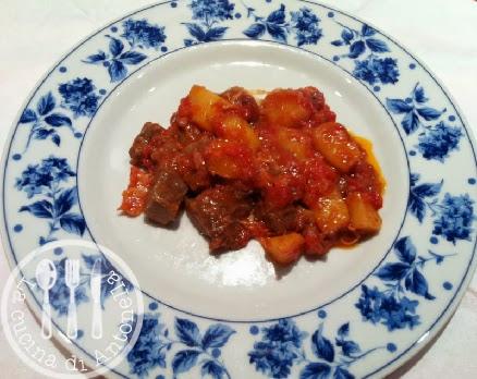 La cucina di antonella spezzatino di carne patate e cipolle al forno - Cucinare lo sgombro al forno ...