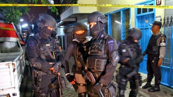 Densus 88 Tangkap Terduga Teroris di Cipayung