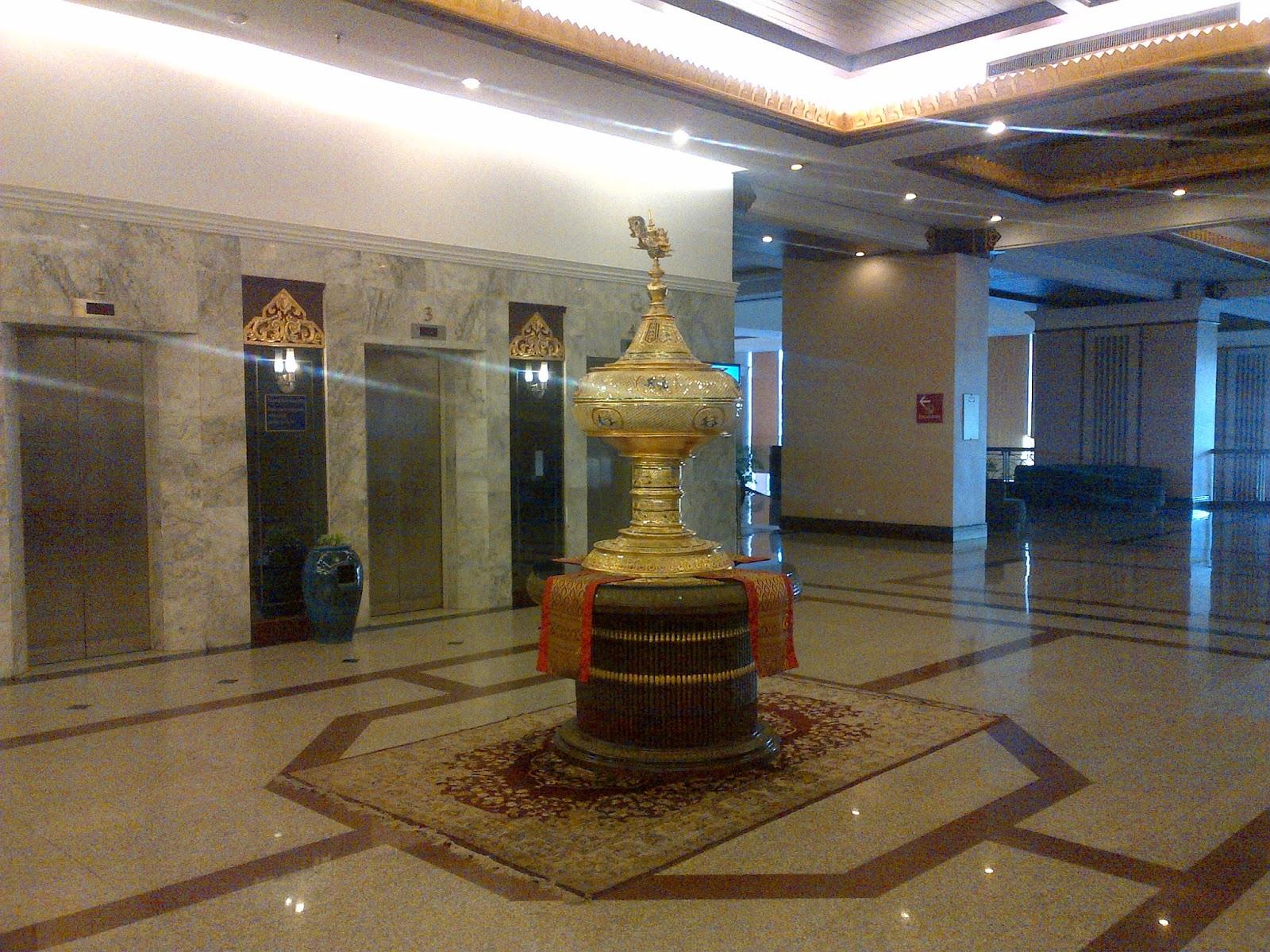centara+hotel+lobby.jpg
