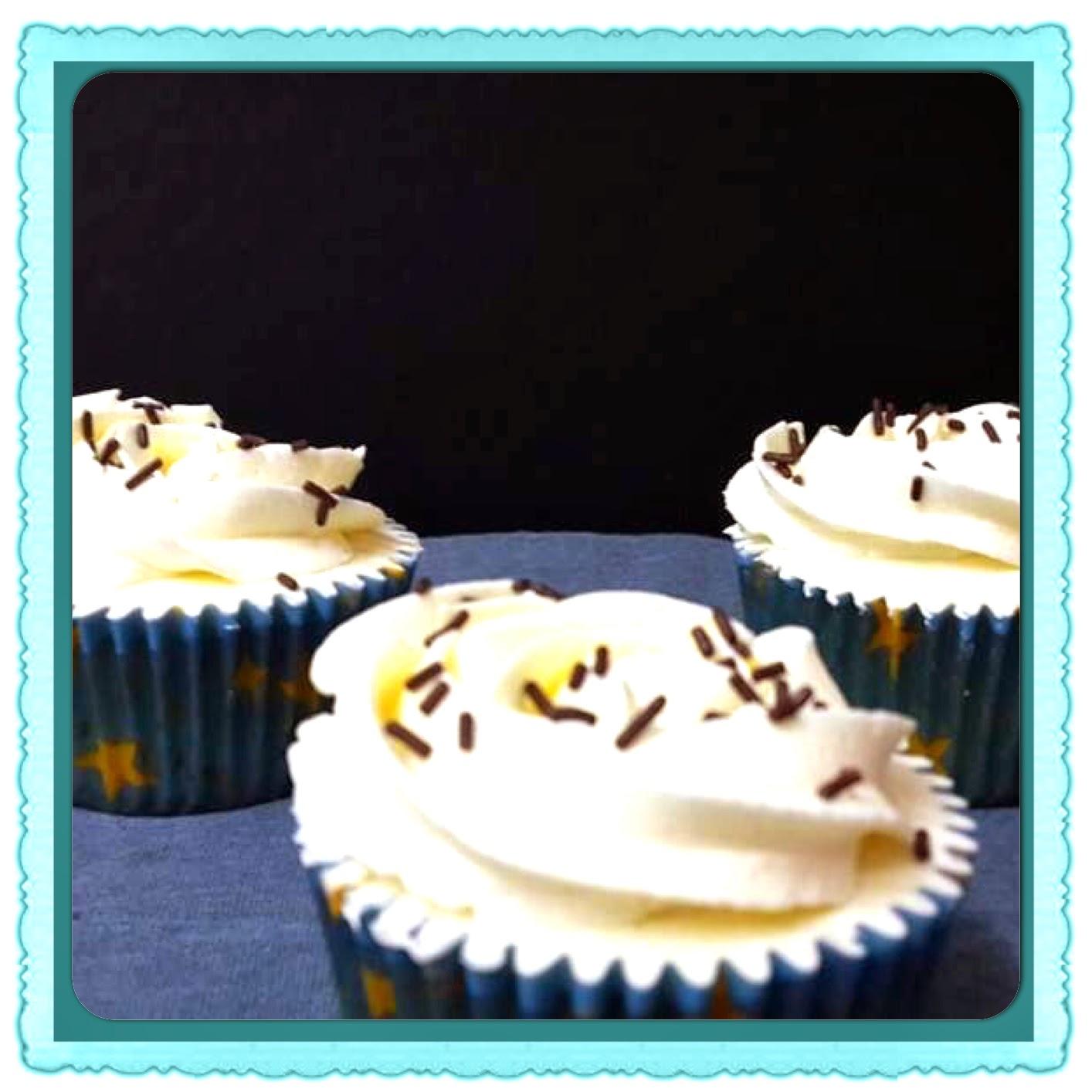 Cupcakes de chocolate blanco cakepuntcom for Hornear a blanco
