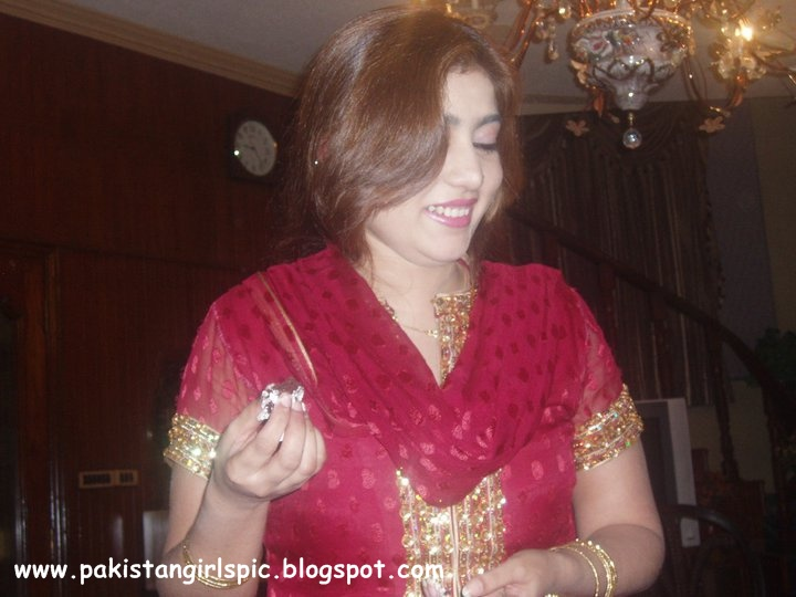 lahore single personals Browse pakistani singles and personals on lovehabibi - the web's favorite place for connecting with single pakistanis around the world signup login meet pakistani singles welcome to lovehabibi - the meeting place for pakistani singles worldwide  lahore, pakistan pakistani / muslim (sunni) 9h khutso, 31 looking for love.