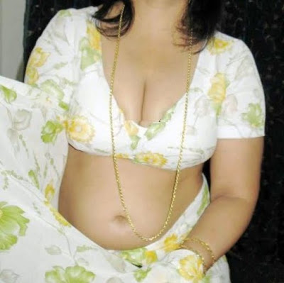 bollywoodstar  mallu aunty hot big boobs pictres