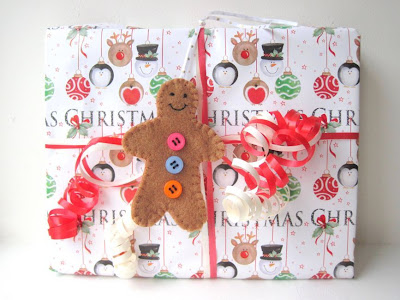 http://gracesfavours.blogspot.com/2013/11/diy-tutorial-how-to-make-christmas-felt.html