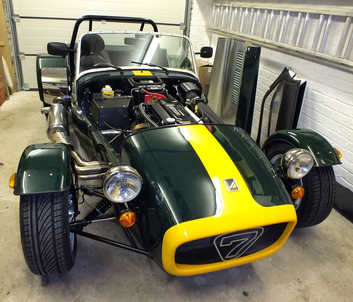 What Is Caterham Like: Caterham Seven Build: April 2014