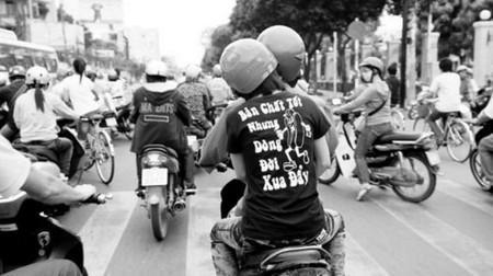 Slogan Bản chất tốt nhưng dòng đời xua đẩy
