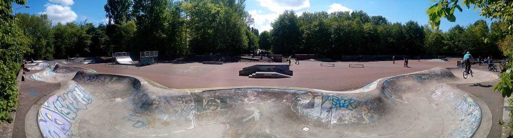 Het skatepark in het Beatrixpark Almere lijkt in de jaren 70 gebouwd te zijn. Cool voor een old skool dag.