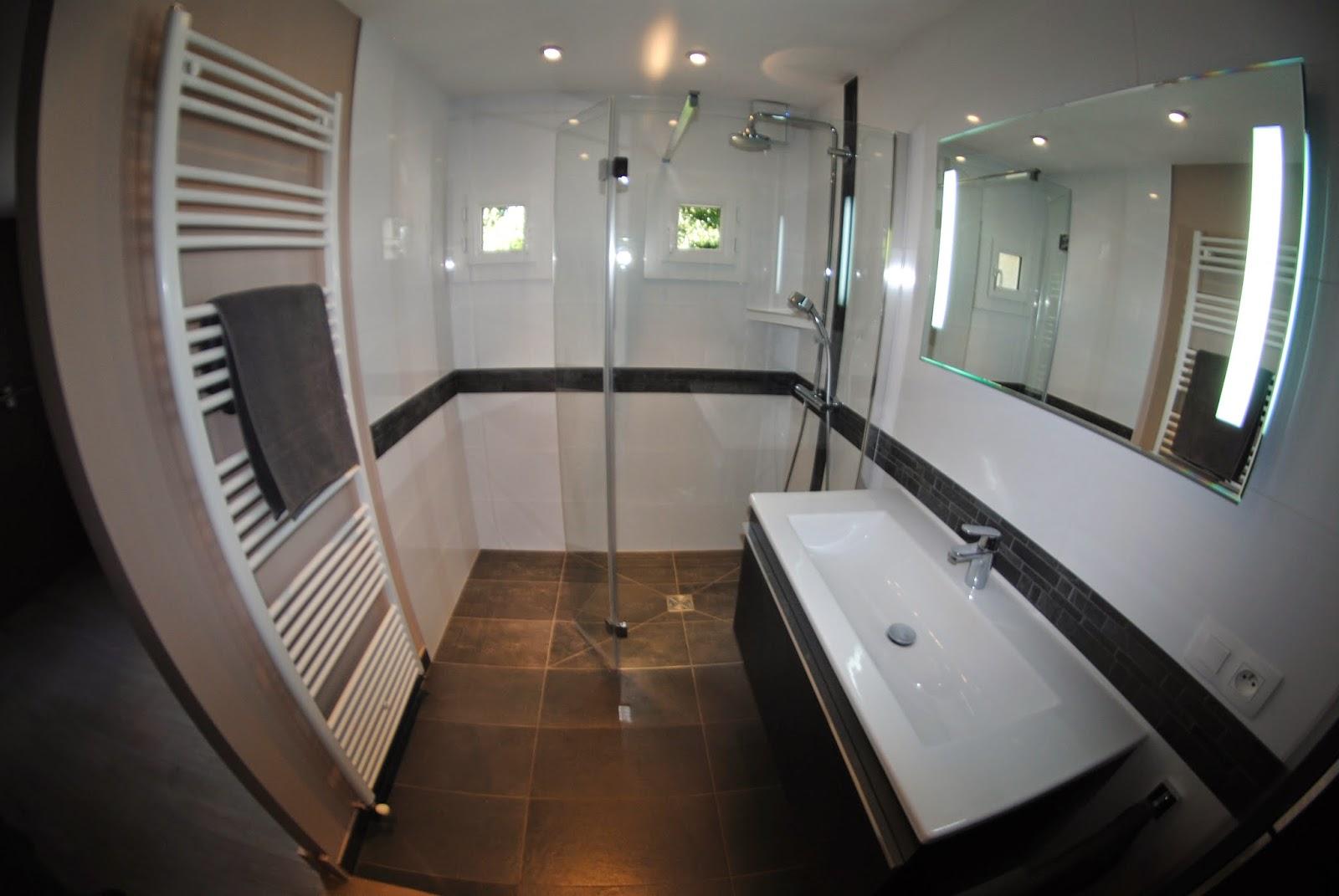 creation de salles de bains douche a l 39 italienne et amenagements interieurs renovation. Black Bedroom Furniture Sets. Home Design Ideas