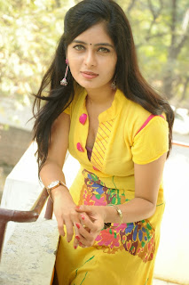 actress madhumitha Pictures at cut chesthe pm 033.jpg