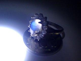 Batu Cincin Biduri Bulan