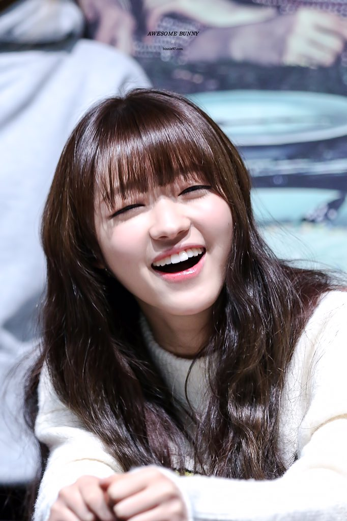 YooAs eye smile during Oh My Girls last Fansigning event