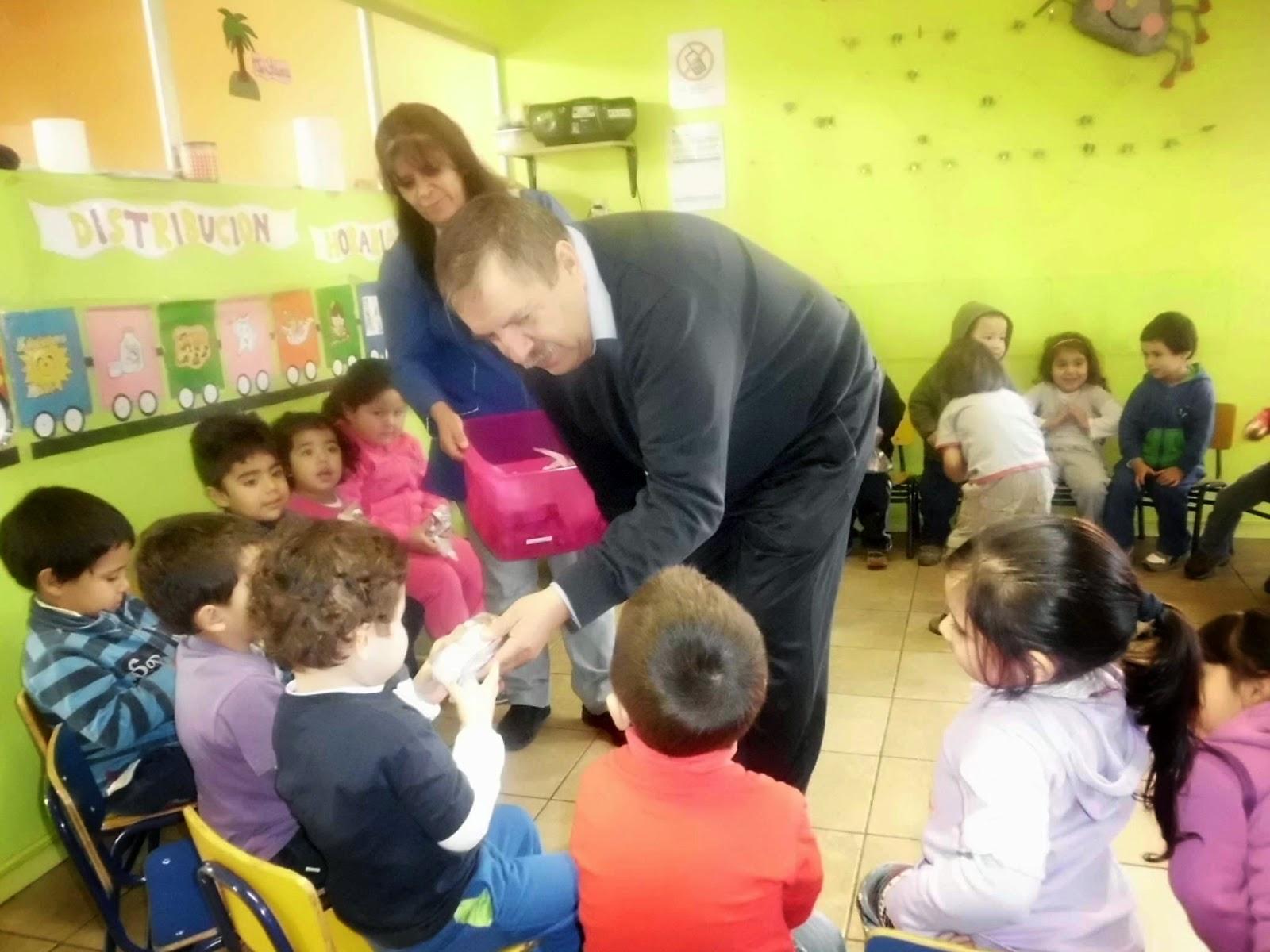 Alcalde de bulnes comparti con ni os de sala cuna y for Jardin infantil nubesol villa alemana