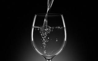 gelas kaca mengkilap