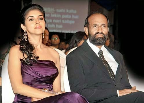 Asin with Father at function