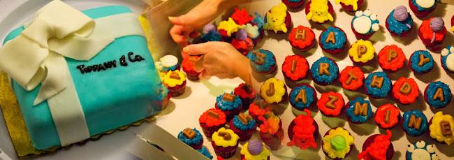 Nikikiu Sweet Kreantions, Tiffany and Co Box cake, Birthday cake, Tiffany and Co birthday cake, Sugah Shack cup cakes, Sugah Shack red velvet cupcakes, red velvet cup cakes, Cat cup cakes, creative sweets.
