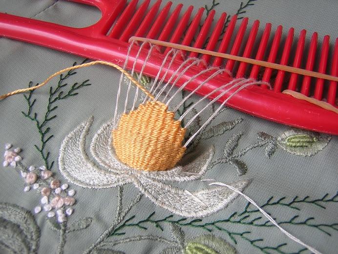 Объемная вышивка на ткани