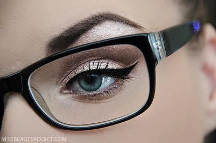 Maquiagem de festa para quem usa óculos de grau - Madrinhas de Casamento a7ecb6dc62