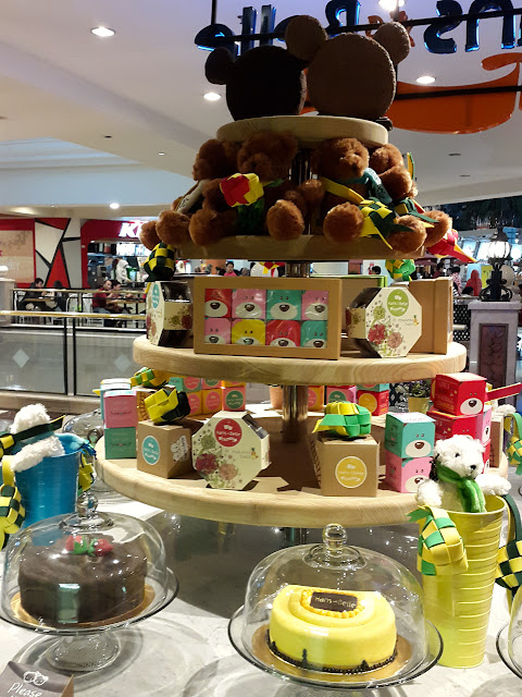 The cakes display at Hans & Belle at Puri Indah Mall